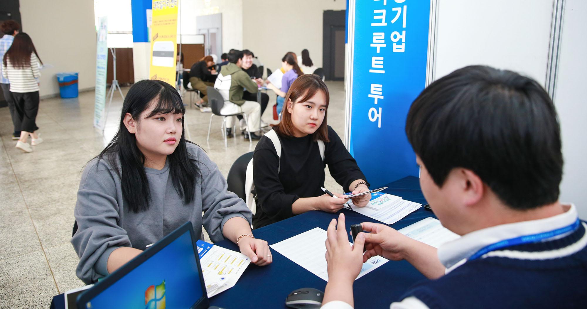 생생한 취업정보가 한 자리에... 2019 대학 리크루트 투어 개최